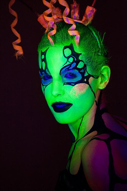 neon_gross_1