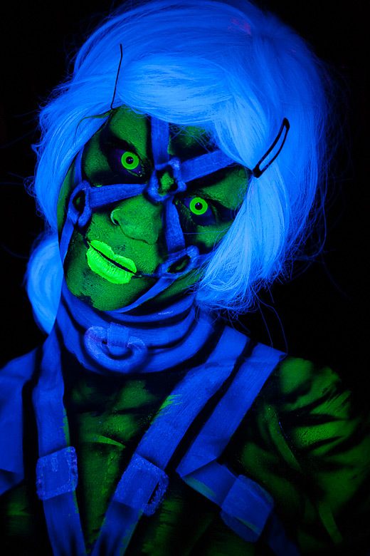 neon_gross_14