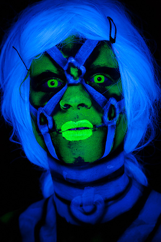 neon_gross_15