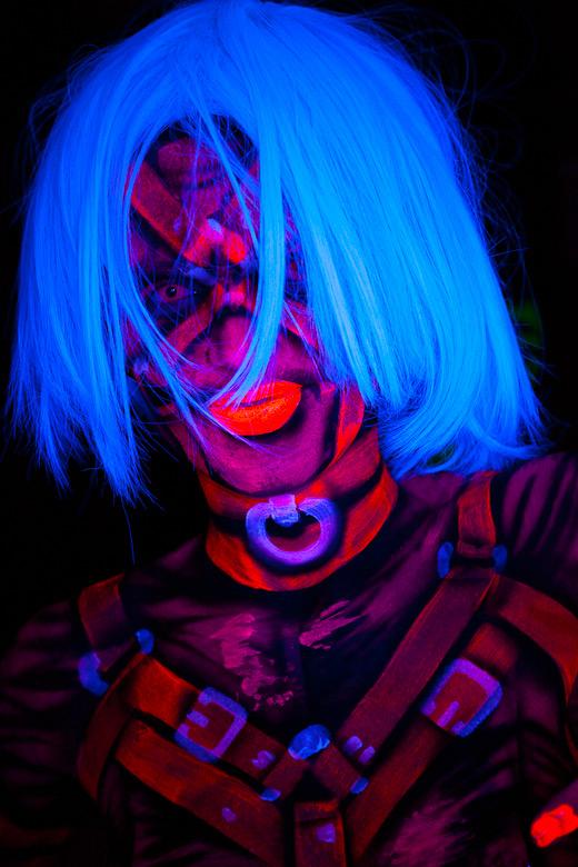 neon_gross_18