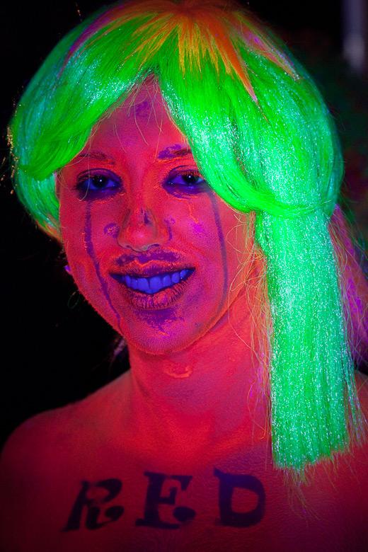 neon_gross_2
