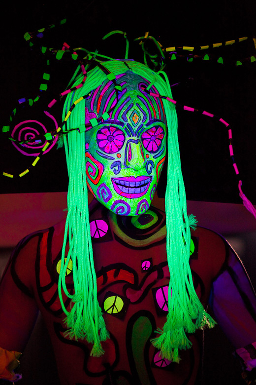 neon_gross_3