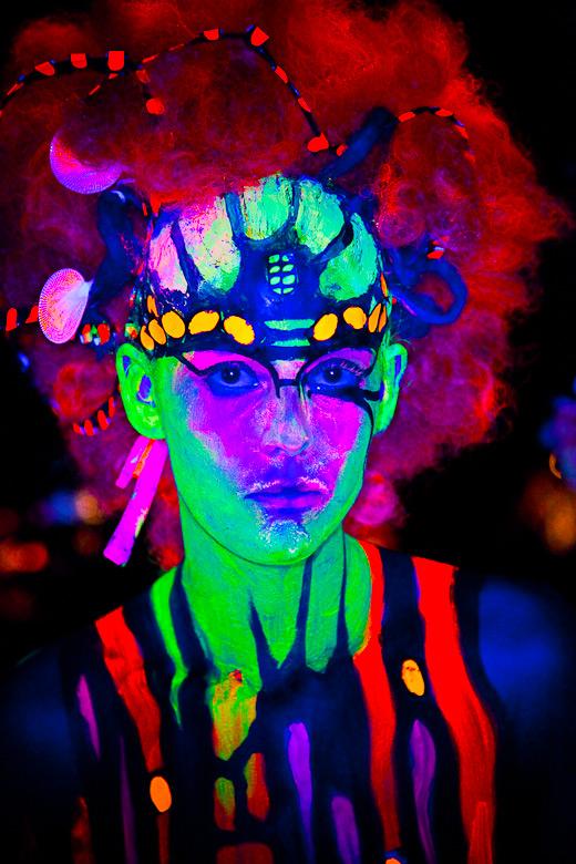 neon_gross_4
